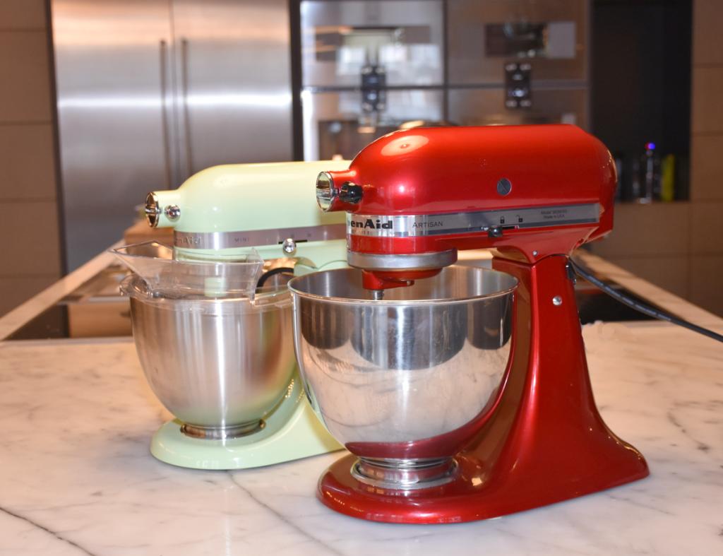 Vergleich KitchenAid Mini und Artisan