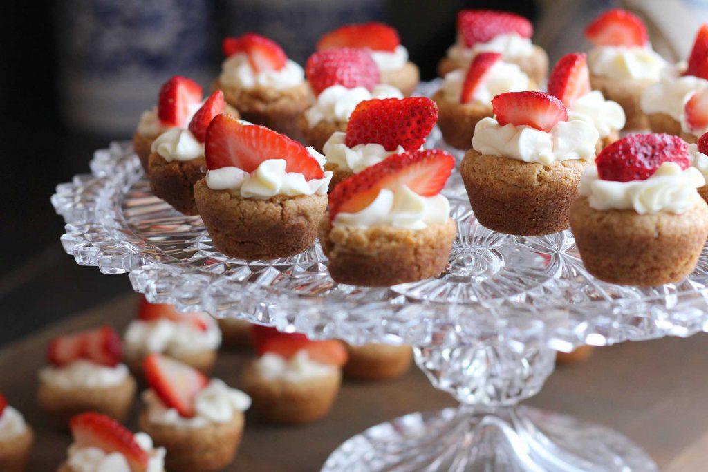 Ostern backen Erdbeer-Cupcakes