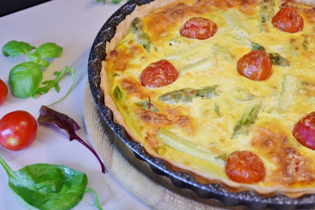 Quiche mit Spargel und Tomate